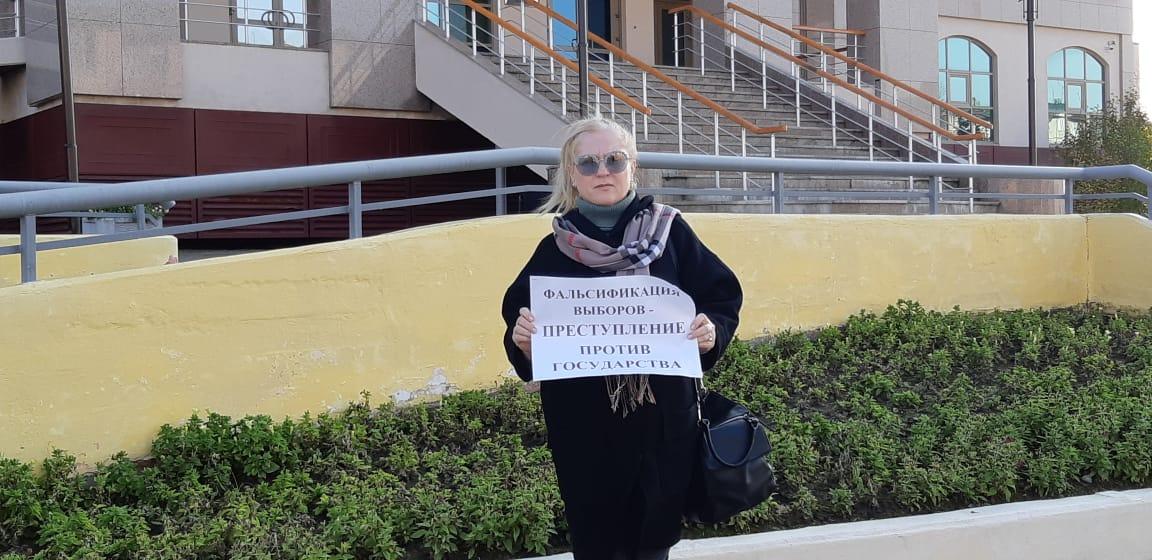 Елена Кукушкина провела одиночный пикет в Салехарде