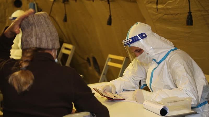 Лечение больных коронавирусом в мобильном военном госпитале в Хакасии
