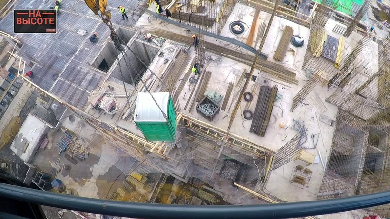 Как крановщик ходит в туалет. How a crane operator goes to the toilet.