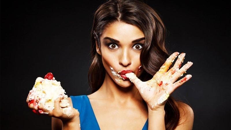 🍧 подруга лижет мороженое а потом сосет засадили нагнули вставили мед сестра на кухне