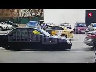 Таксист избил девушку из-за недействующего QR-кода