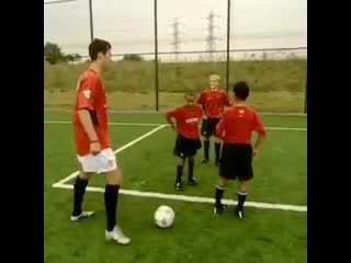 Throwback to when Cristiano Ronaldo was teaching a young Jesse Lingard his other teammates how to do stepovers