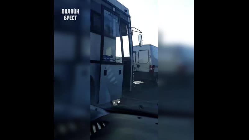Легковушка бус и автобус попали в ДТП в Бресте