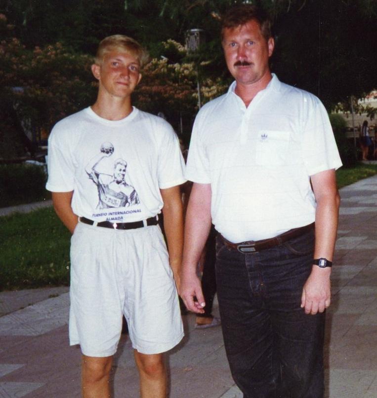 Александр Фролов с сыном Олегом в 1990-е годы