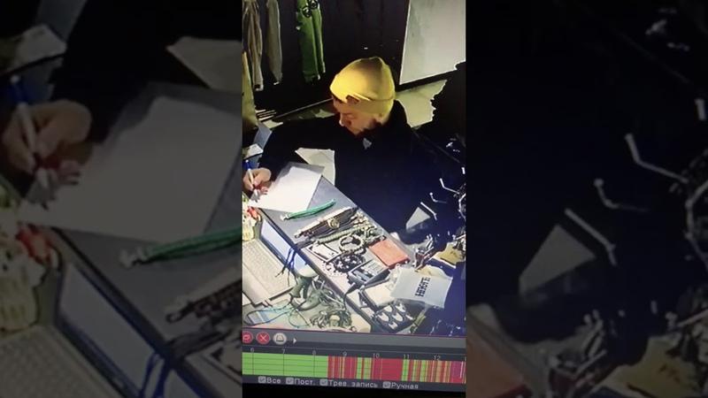 В ставропольском магазине воришка умыкнул браслет и попал на видео