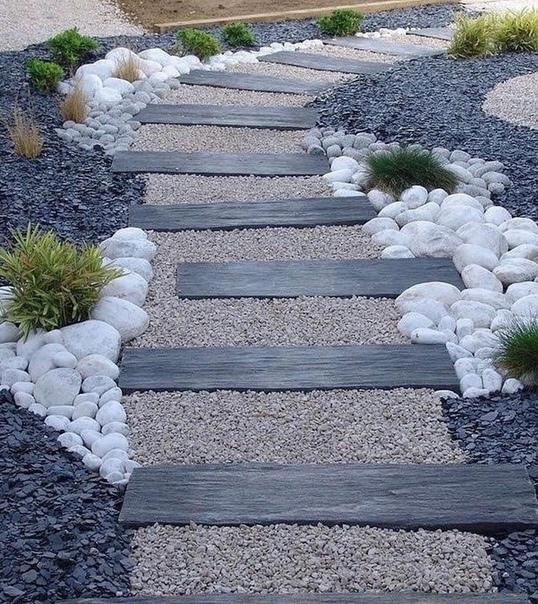 Оригинальное решение для садовой дорожки