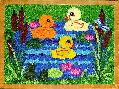 ТОРЦЕВАНИЕ Эти чудесные ковры-картины размером с ватманский лист вызывают восхищение и удивление у всех, кто их видит. Кажется невероятным, что такие сложные композиции могут выполнять дети.