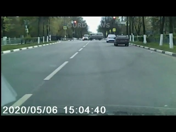 Дзержинск После столкновения на перекрестке карета скорой помощи развернулась и сбила мужчину