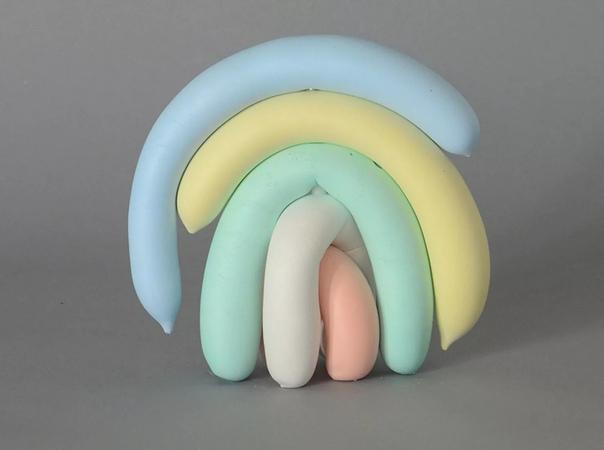 Работы художника Джо Дэвидсона (Joe Davidson , который живет в Лос-Анджелесе, представляют собой многослойные композиции, будто бы выполненные из пластичных воздушных шаров. Обычно они решены в