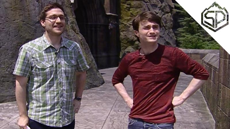 Дэниэл Рэдклифф посещает тематический парк Волшебный Мир Гарри Поттера