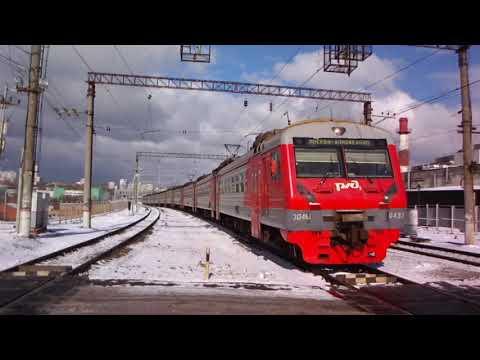 Встреча на Нагатинской двух электропоездов в Домодедово и из Каширы