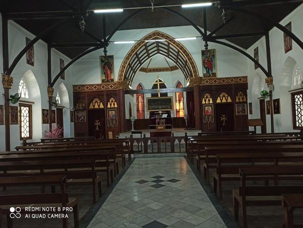 Внутренняя часть армянского храма Янгона