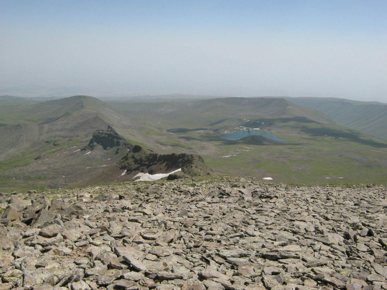 Вид на Кари Лич с южного пика Арагац
