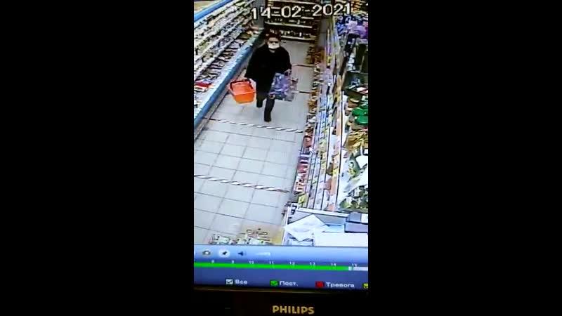 Воровка в супермаркете в Трехгорке