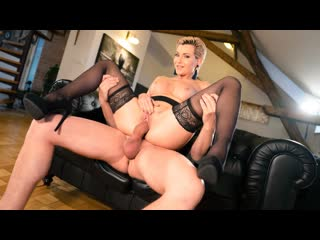 [MomXXX] Subil Arch - Russian MILF romanced in stockings NewPorn2020