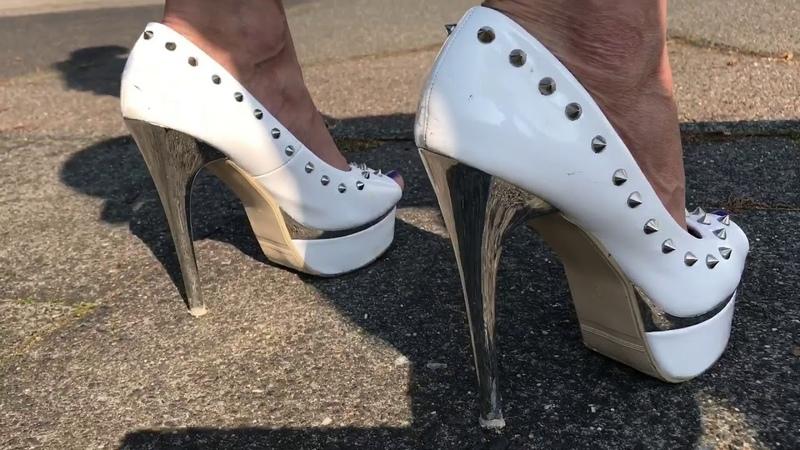 Lara geht wählen in Spike High Heels election day Plateau Platform sexy Jeans Heel Stöckelschuh