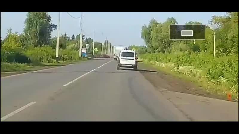 Момент аварии с автобусом на Пушкинском тракте 02 07 2020