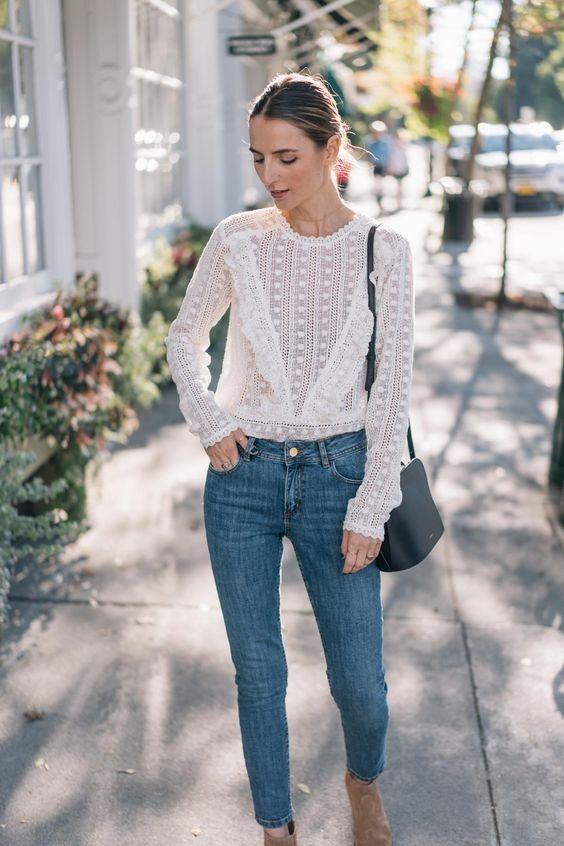 Несколько белых блузок из шитья