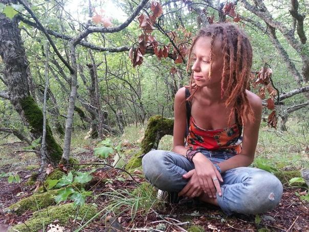 Молодая девушка погибла на фестивале Праздник жизни. Случай произошел в Санкт-Петербурге. По некоторой информации произошло все в ночь на 11 мая. 24-летняя девушка Алиса Заикина, которая была
