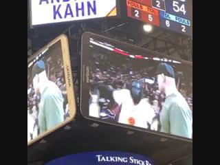 Кейн Веласкес стал почётным гостем матча NBA.