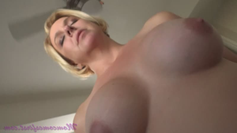 Brianna Beach (Мама помогла ручкой Mothers Helping Hand 2019) Blowjob Mom, русское,