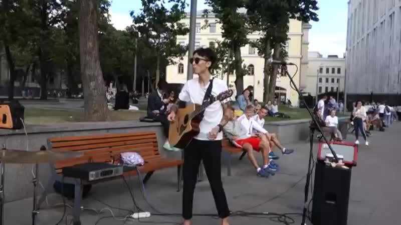 Поет Юра Пак (HARU)