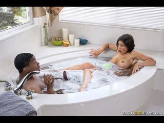 Brazzers - Mommy Got Boobs - Lathering Up Mrs. Lynn / Krissy Lyn