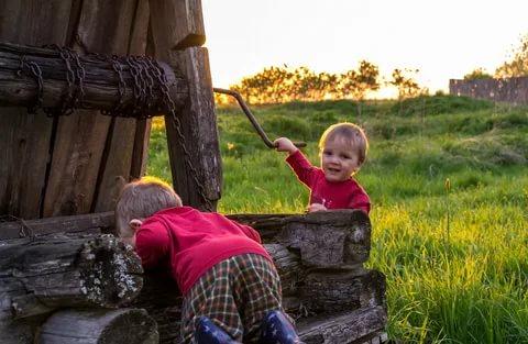 10 веских причин не ездить с ребенком на дачу. Летом многие отправляются с детьми за город. Впрочем, отдых на даче далеко не всем по душе. Рассказываем, почему пребывание на шести сотках может