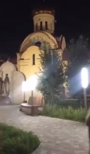 Парочка занялась сексом возле храма и никто не стал их беспокоить... В одном из городских сообществ Казани появилось видео, на котором засняли молодую парочку, занимающуюся сексом возле входа в