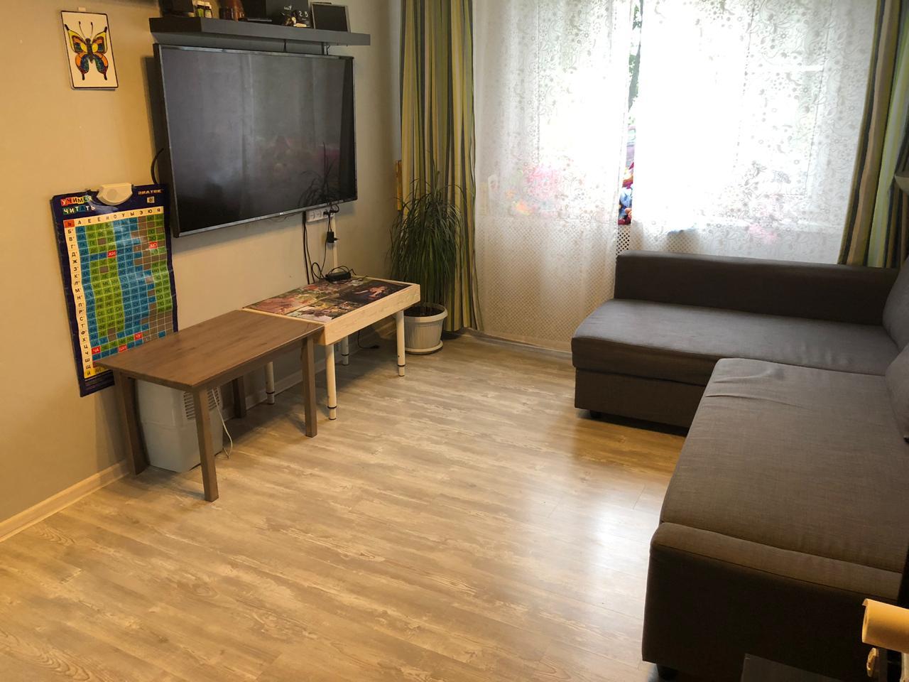 Продаю:  2-к квартира, 51.6 м², 1/9 эт.