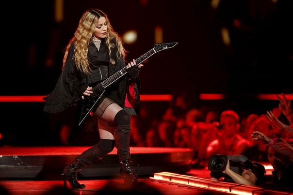 """Сегодня Мадонна подписала контракт с """"Евровидением""""."""