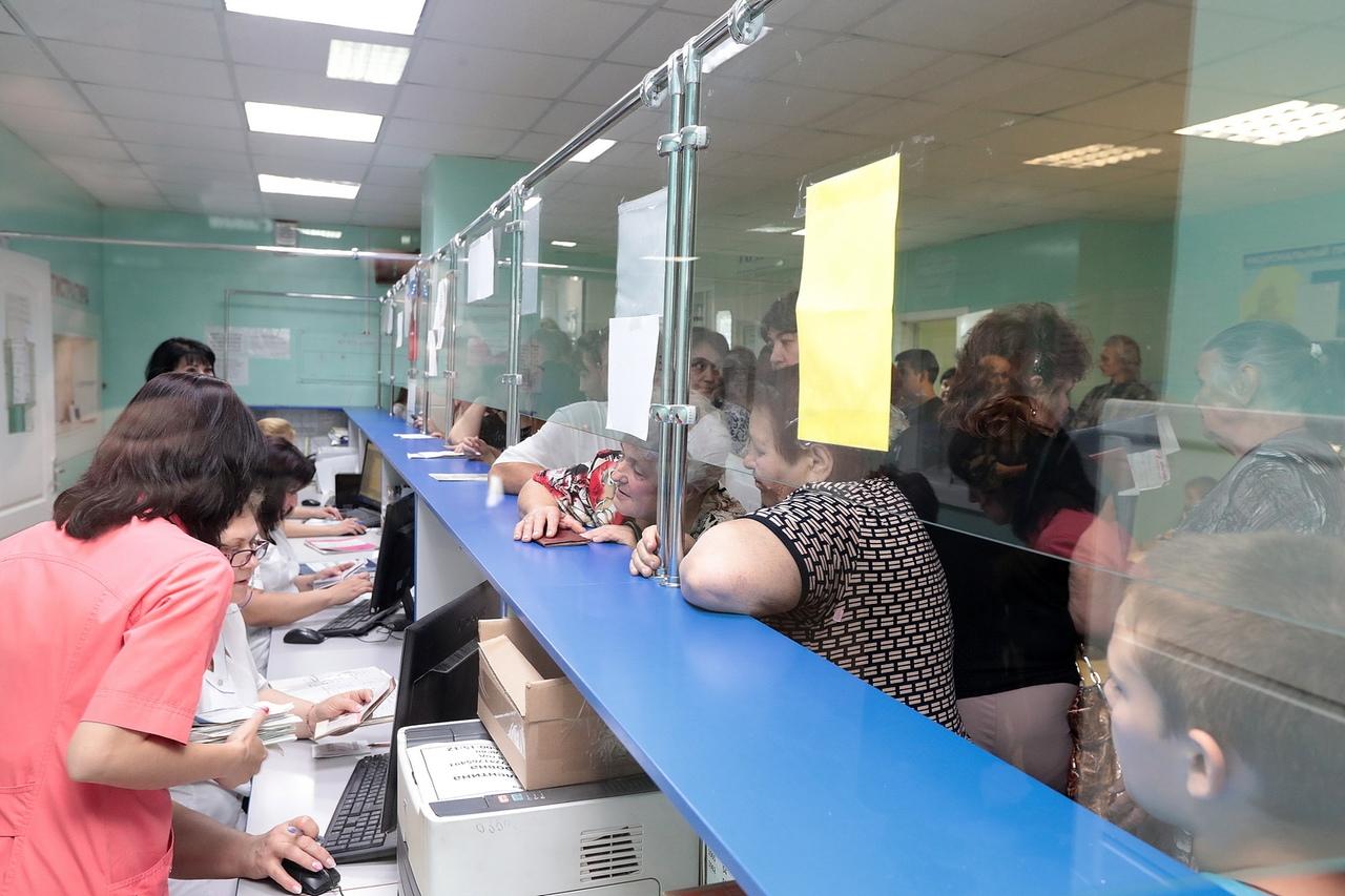 Капитальный ремонт центральной больницы Матвеево-Курганского района будет завершен в 2020 году