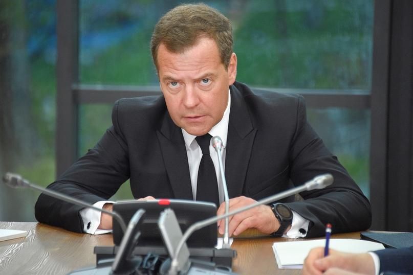 Российское правительство во главе с Медведевым ушло в отставку