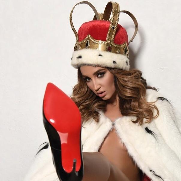 Королева сегодня выйдет на сцену Крокуса.