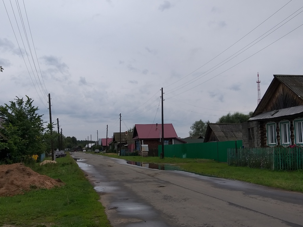 Улица марийской деревни Шимшурга, о которой рассказывал Иван Ургант, заиграла новым светом