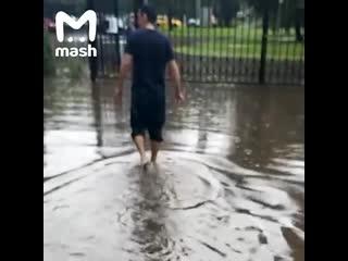 Из-за сильного ливня в Москве затопило дом престарелых