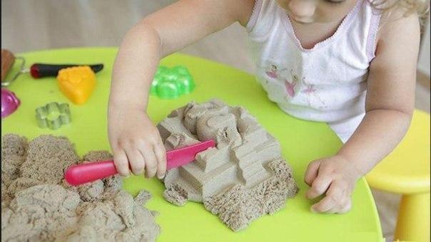 ДЕЛАЕМ САМИ КИНЕТИЧЕСКИЙ ПЕСОК Кинетический песок хит продаж в детских магазинах. Эта игрушка может привести в восторг детей любого возраста. Кинетический песок на первый взгляд выглядит как
