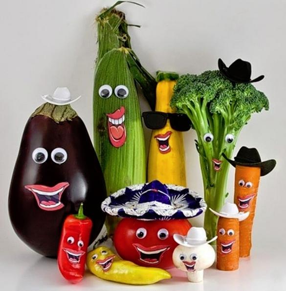 ПОДЕЛКИ ИЗ ОВОЩЕЙ. Забавная поделка Мексиканская вечеринка. Использовали овощи с грядок