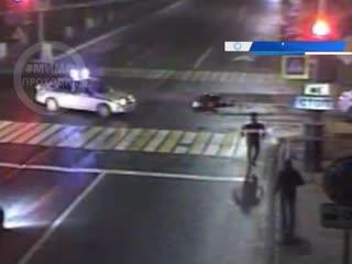 Мотоциклист проехал на красный свет и врезался в два автомобиля. Пермь