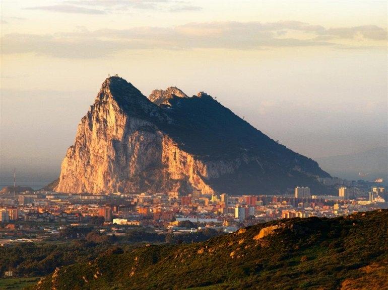Интересные места нашей планеты Гибралтарская скала (Великобритания), изображение №1