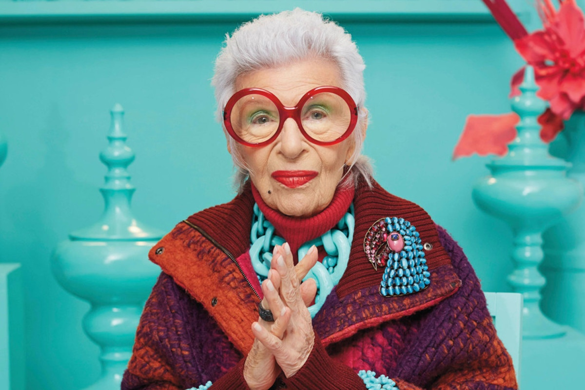 Женщина по имени Рут которая с 92-х лет еженедельно занимается пилатесом