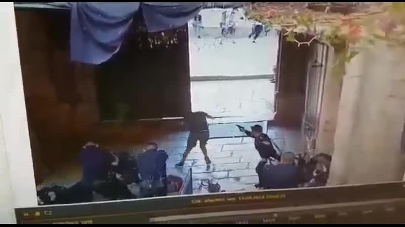 В Иерусалиме на полицейского напали два 14 летних араба с ножами