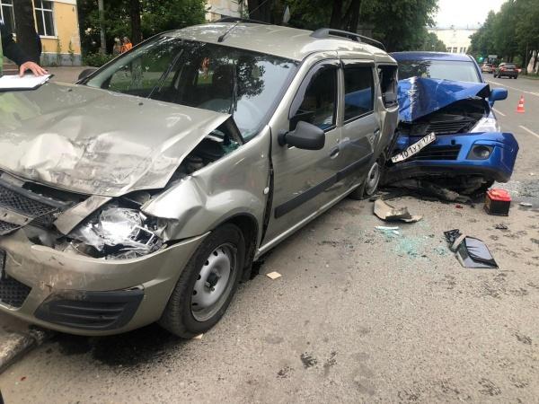 В Марий Эл в ДТП с участием трех автомобилей пострадали люди