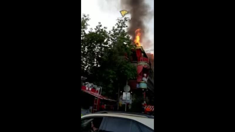 Сгорело здание ресторана в центре (240p).mp4