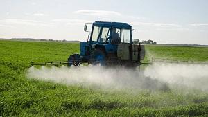 Сельхозпредприятия обрабатывают поля. Будьте внимательны