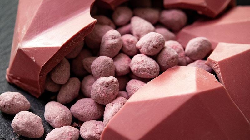 手作りバレンタイン ルビーチョコのアマンドショコラ Ruby Chocolate almond