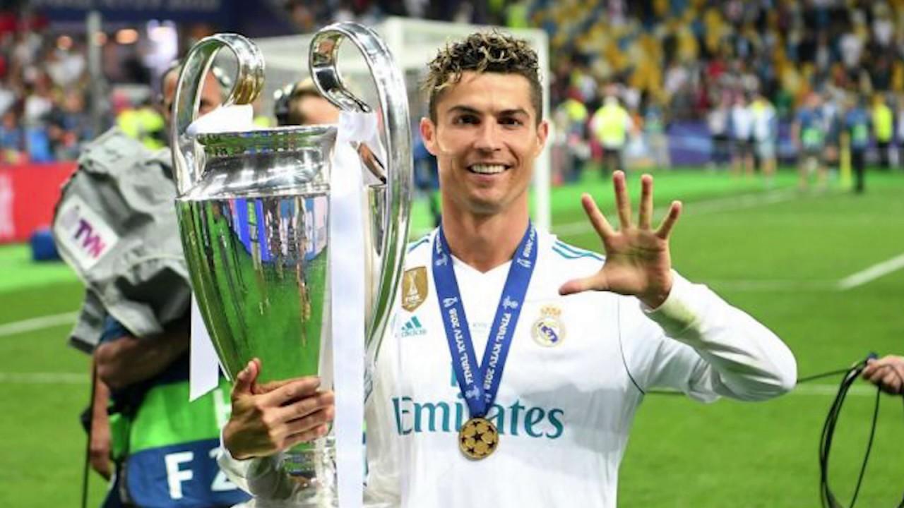Криштиану Роналду с Кубком ЛЧ. ФК реал Мадрид