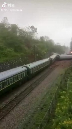 An hour ago a train derailed in China · coub коуб