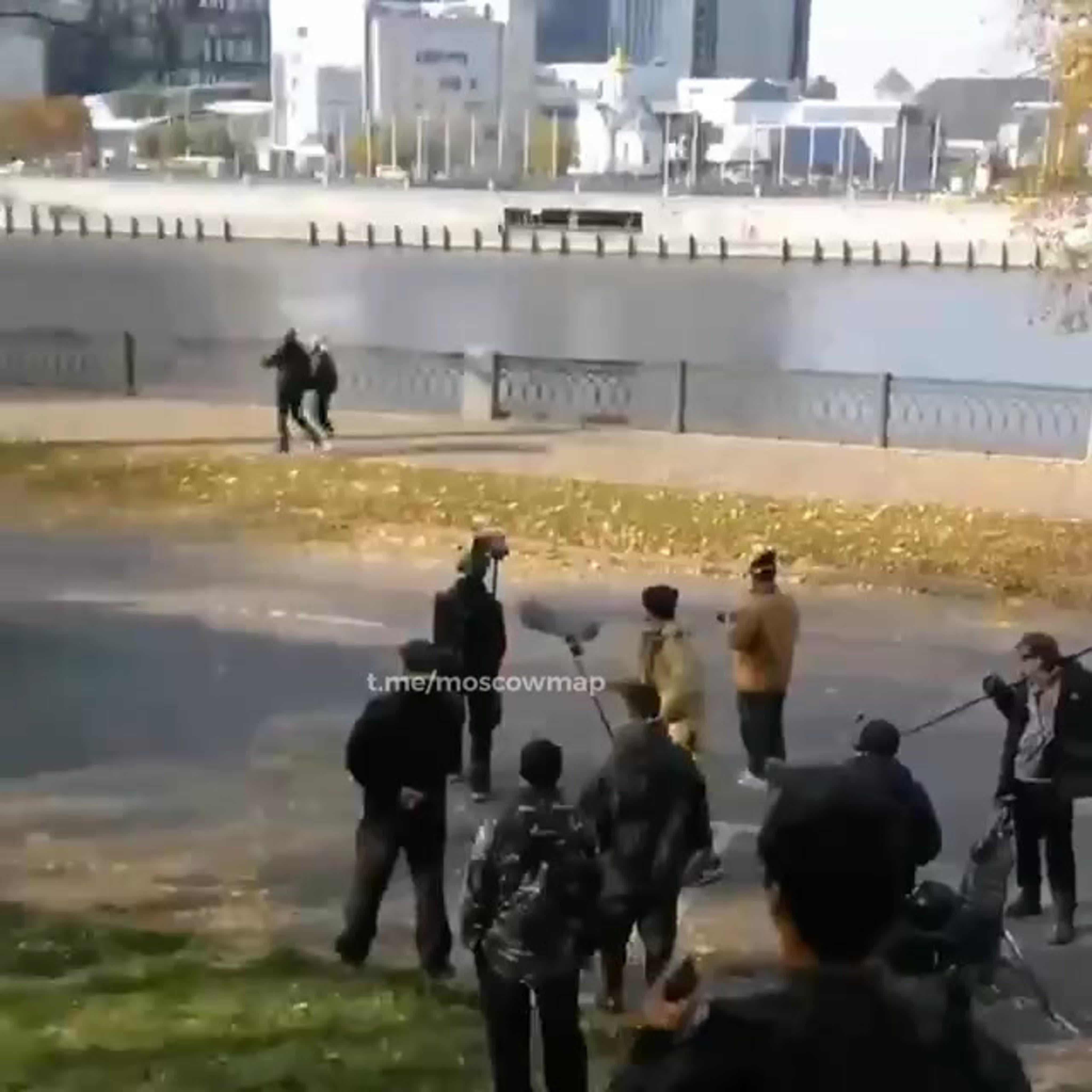 Во время съёмок около Москва-Сити в реку упал автомобиль.