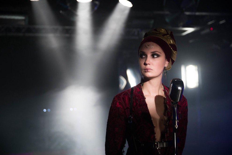 Завершились съёмки нового сериала телеканала НТВ «Живой», главные роли в котором исполнили Кирилл Кяро, Агата Муцениеце, Маруся Зыкова и Диана Пожарская.